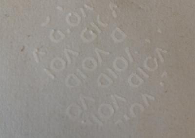 VOID biztonsági matrica papírról leszedve